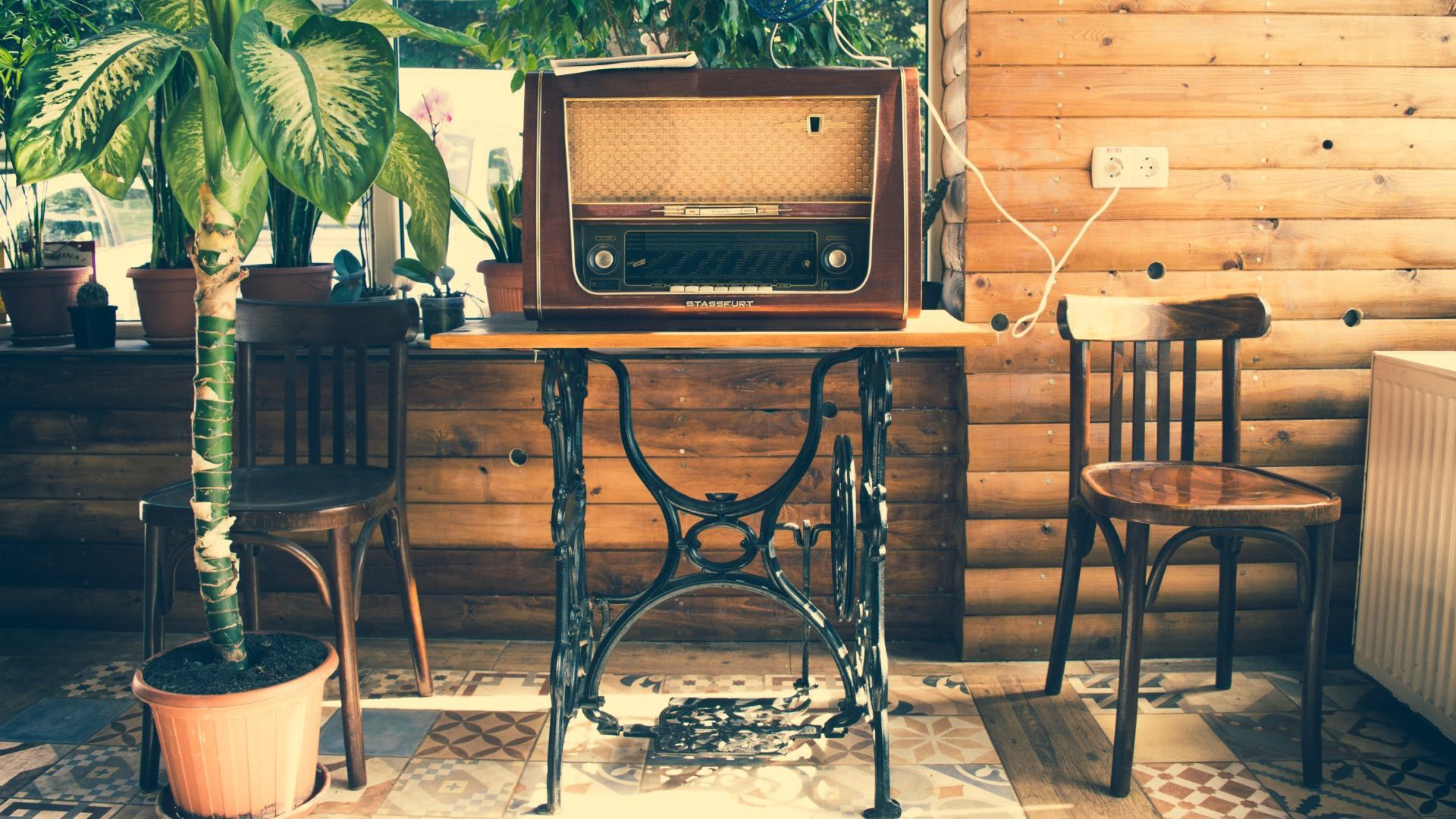An old radio on a desk made out of an old singer sewing machine - reusing furniture is a great way to avoid throwing furniture away