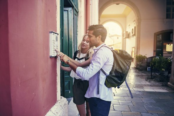 Cropped shot of a young couple ringing the doorbell to their guesthousehttp://195.154.178.81/DATA/i_collage/pu/shoots/805671.jpg